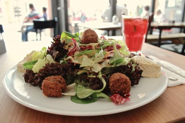 Falafel Humus Salat